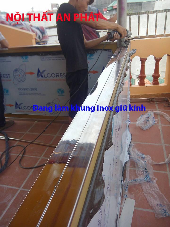 vach kinh cuong luc khung inox (4)